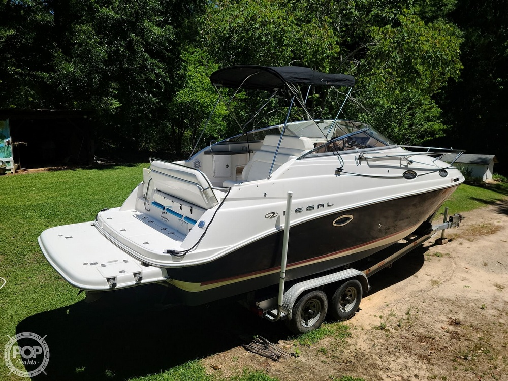 2005 Regal boat for sale, model of the boat is Commodore 2665 & Image # 8 of 40