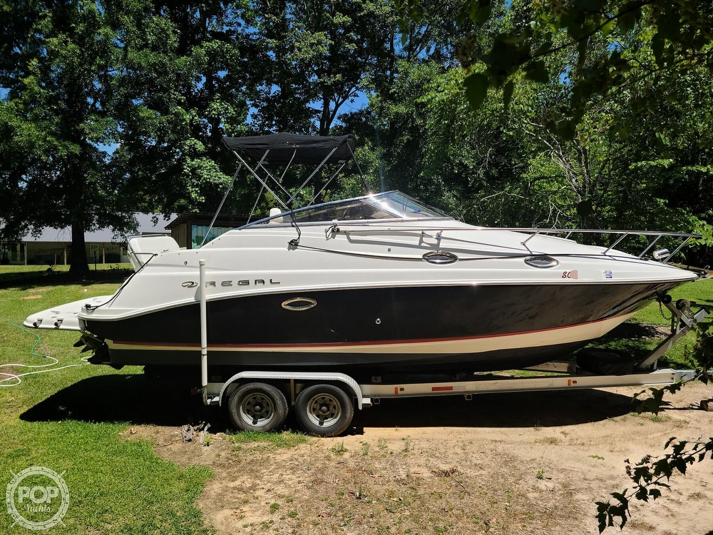 2005 Regal boat for sale, model of the boat is Commodore 2665 & Image # 13 of 40