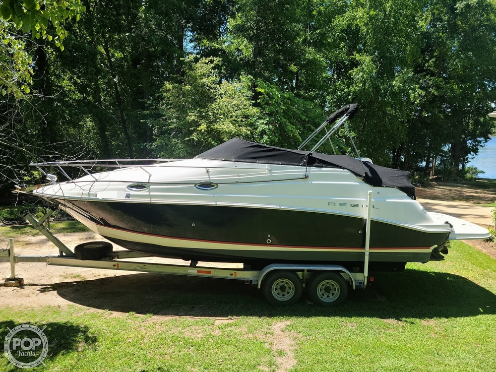 2005 Regal boat for sale, model of the boat is Commodore 2665 & Image # 10 of 40