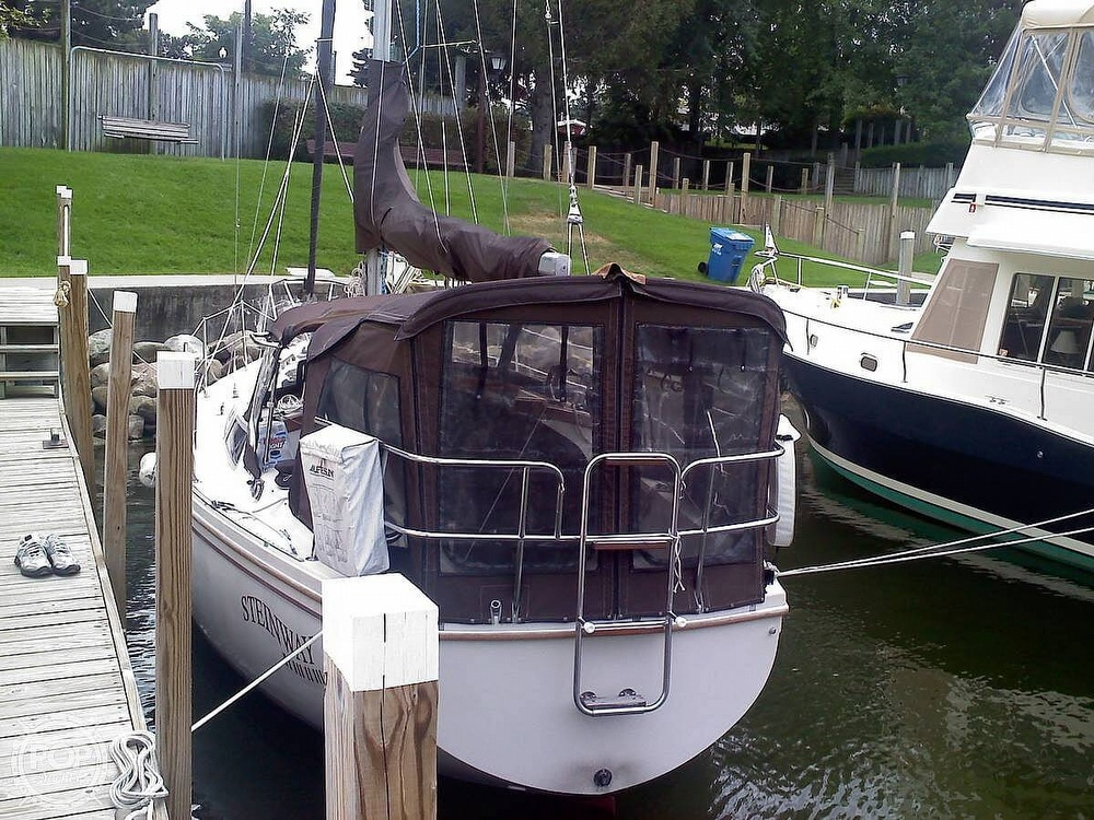 1982 Catalina Yachts boat for sale, model of the boat is 30 & Image # 2 of 15