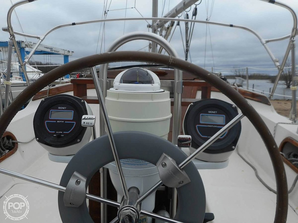 1982 Catalina Yachts boat for sale, model of the boat is 30 & Image # 3 of 15