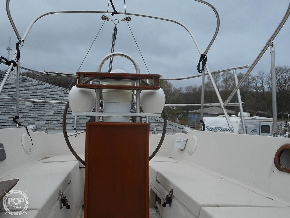 1982 Catalina Yachts boat for sale, model of the boat is 30 & Image # 4 of 15