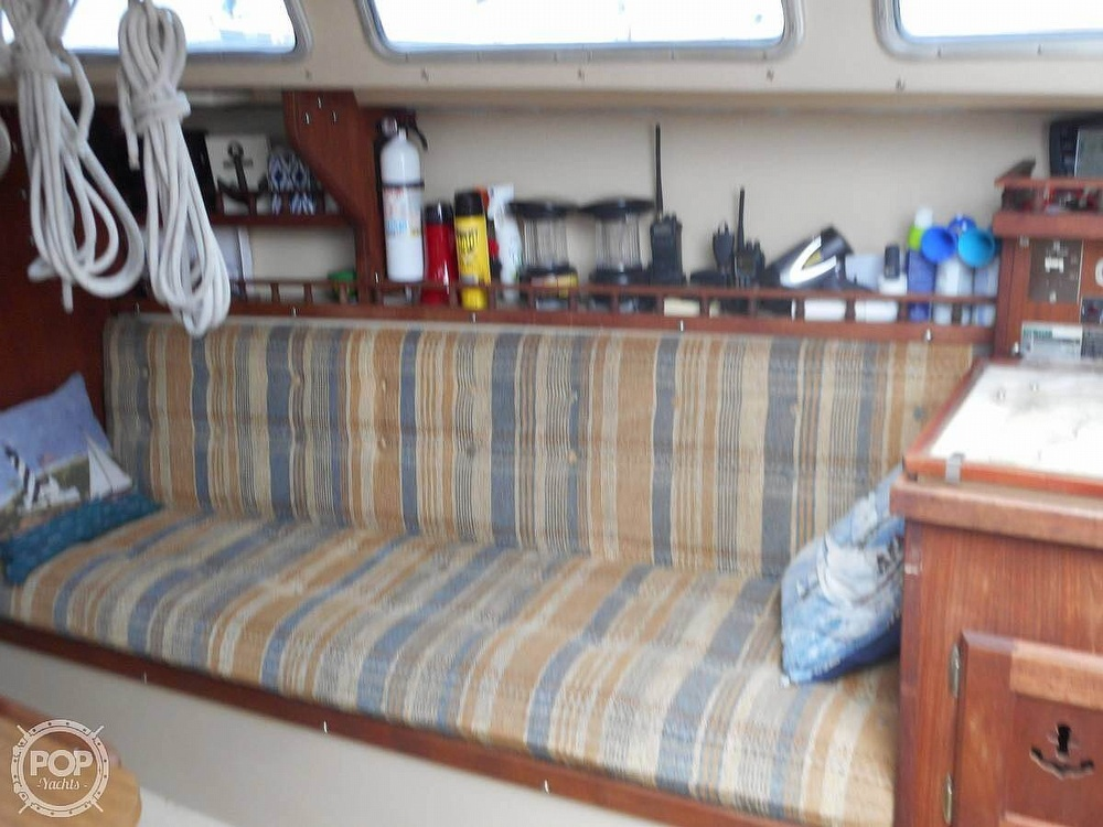 1982 Catalina Yachts boat for sale, model of the boat is 30 & Image # 7 of 15