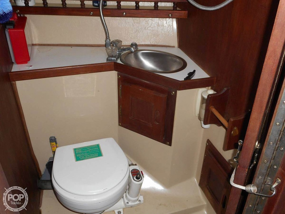 1982 Catalina Yachts boat for sale, model of the boat is 30 & Image # 9 of 15
