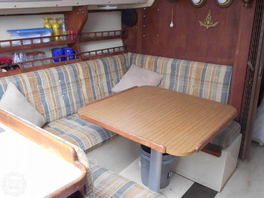 1982 Catalina Yachts boat for sale, model of the boat is 30 & Image # 12 of 15