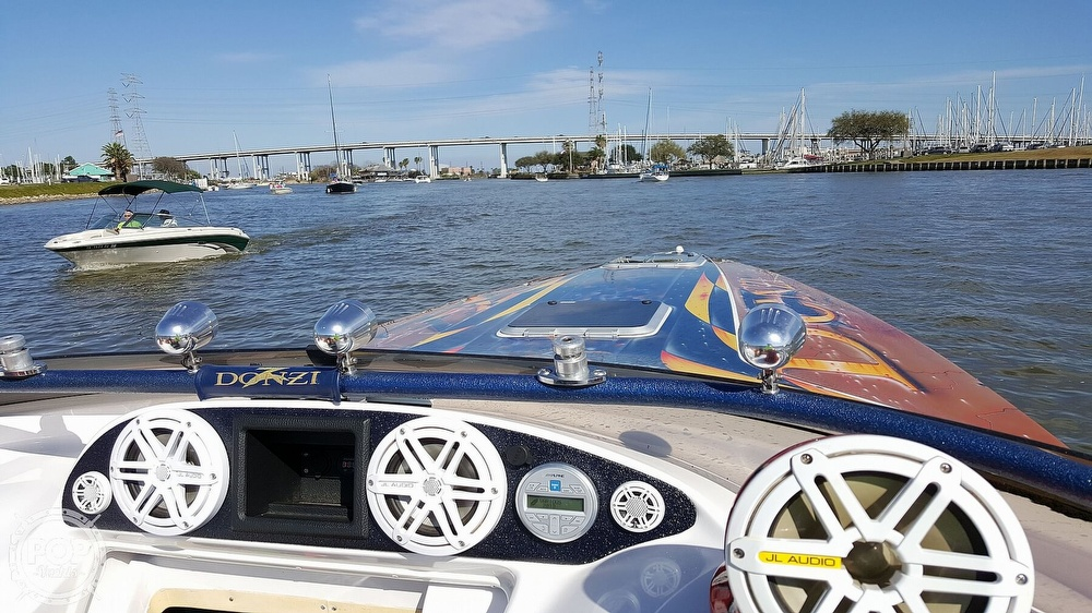 2001 Donzi boat for sale, model of the boat is Daytona 33 & Image # 4 of 15