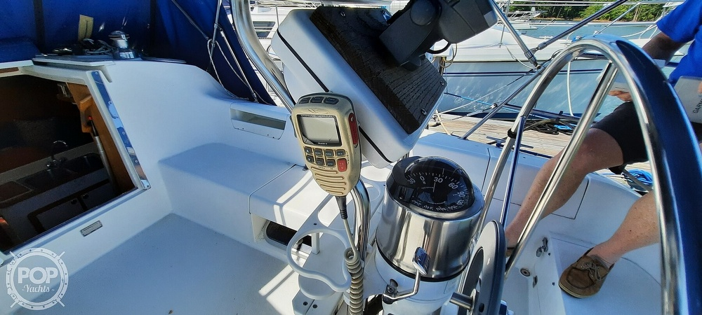 1998 Catalina Yachts boat for sale, model of the boat is 34 MKII & Image # 13 of 40