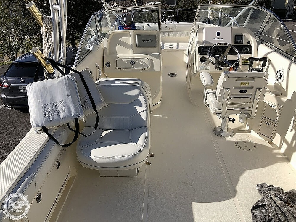 2006 World Cat boat for sale, model of the boat is 250 DC & Image # 10 of 33