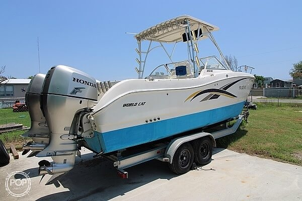 2006 World Cat boat for sale, model of the boat is 250 DC & Image # 8 of 33