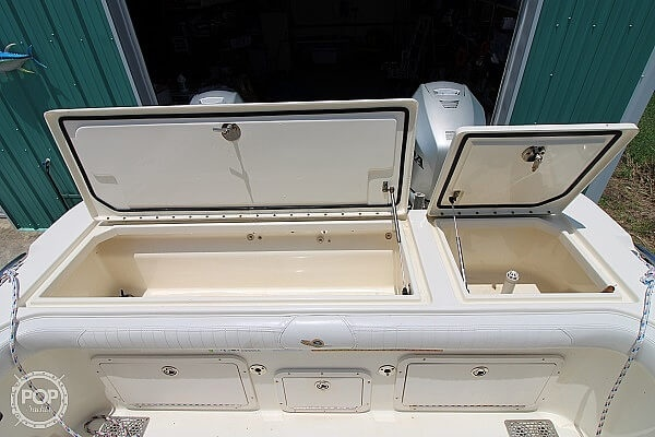 2006 World Cat boat for sale, model of the boat is 250 DC & Image # 12 of 33