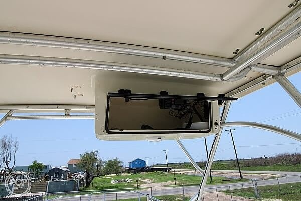 2006 World Cat boat for sale, model of the boat is 250 DC & Image # 29 of 33