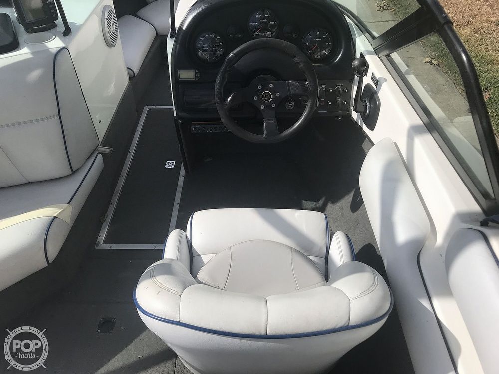 2003 Calabria boat for sale, model of the boat is Laguna & Image # 17 of 40