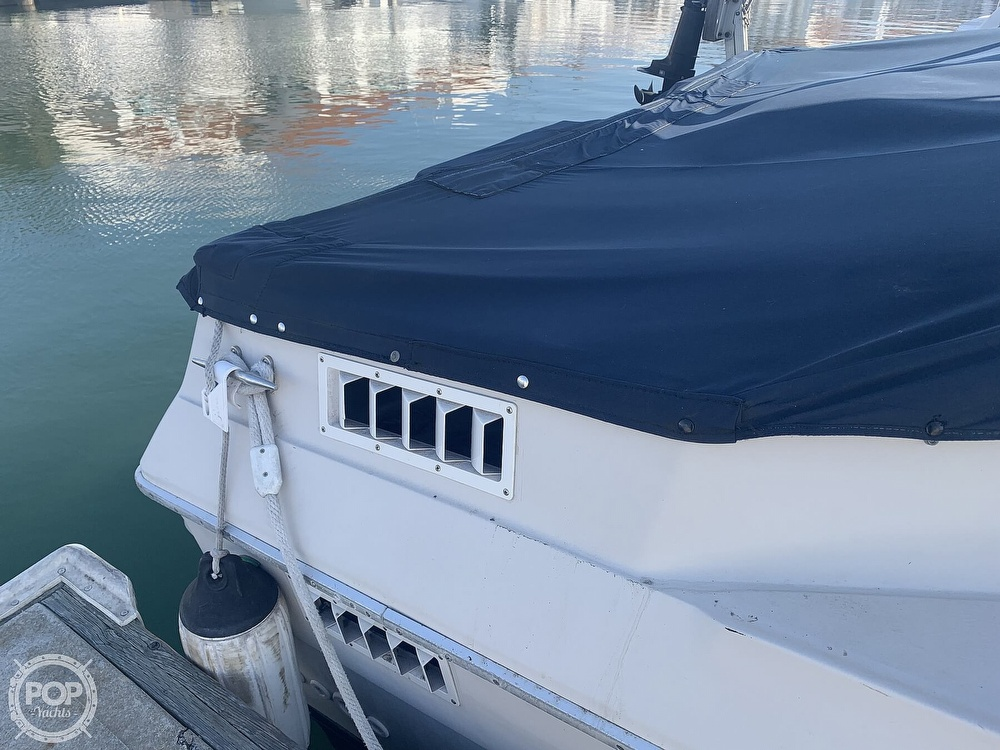 1988 Sea Ray boat for sale, model of the boat is 270 Sundancer & Image # 27 of 40