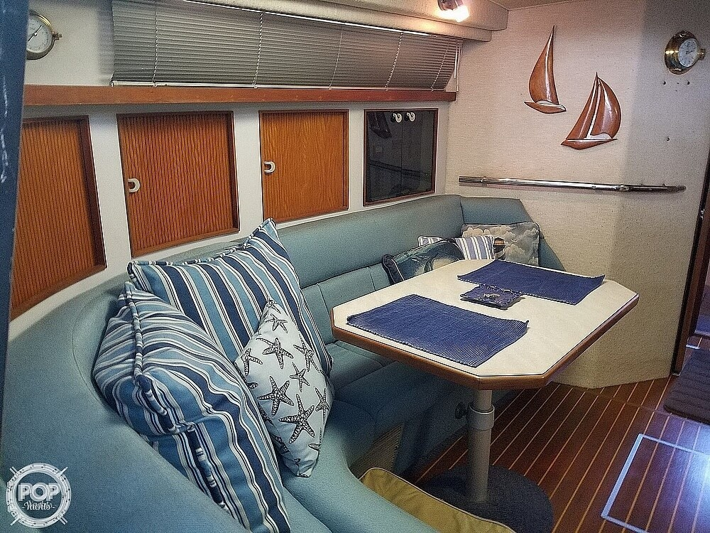 1990 Sea Ray boat for sale, model of the boat is 390 Express & Image # 3 of 40