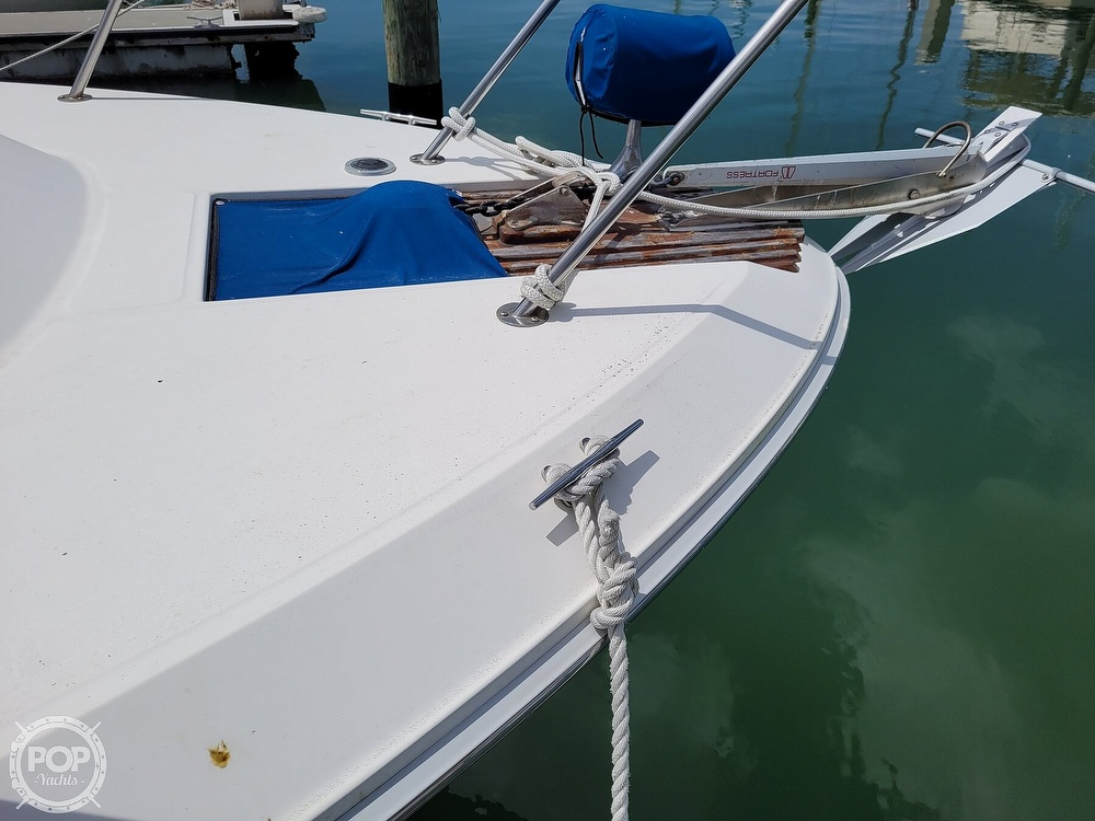 1990 Sea Ray boat for sale, model of the boat is 390 Express & Image # 9 of 40