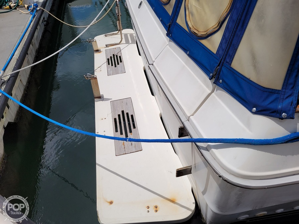 1990 Sea Ray boat for sale, model of the boat is 390 Express & Image # 23 of 40