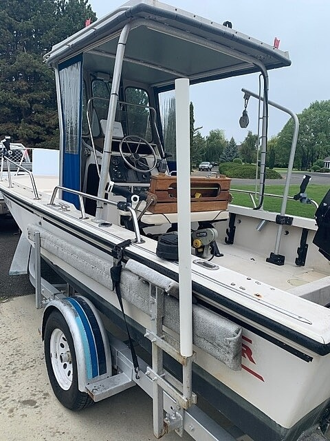 1992 Boston Whaler boat for sale, model of the boat is 19 Outrage & Image # 4 of 7