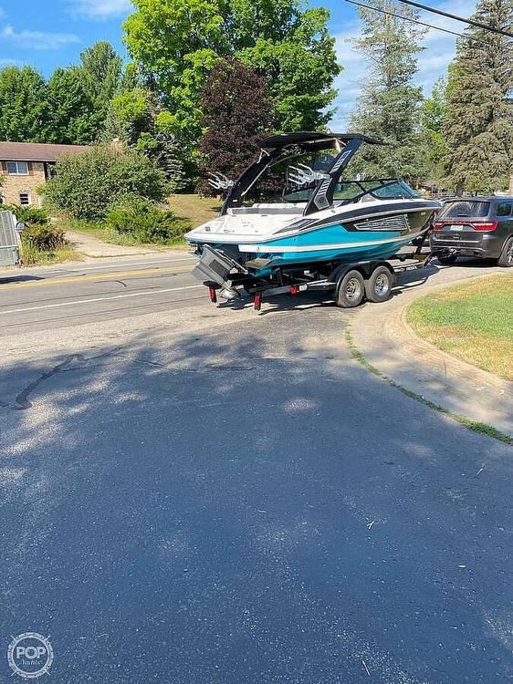 2019 Regal boat for sale, model of the boat is Surf RX21 & Image # 3 of 10