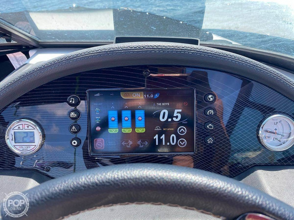 2019 Regal boat for sale, model of the boat is Surf RX21 & Image # 5 of 10