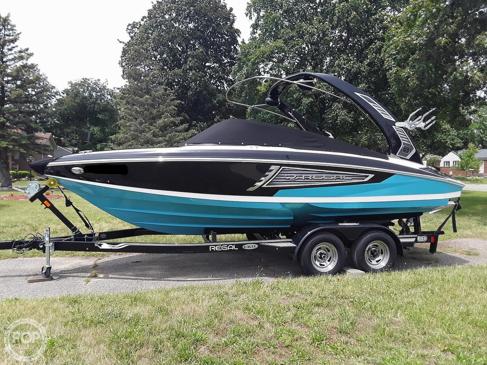2019 Regal boat for sale, model of the boat is RX 2100 Surf & Image # 14 of 40