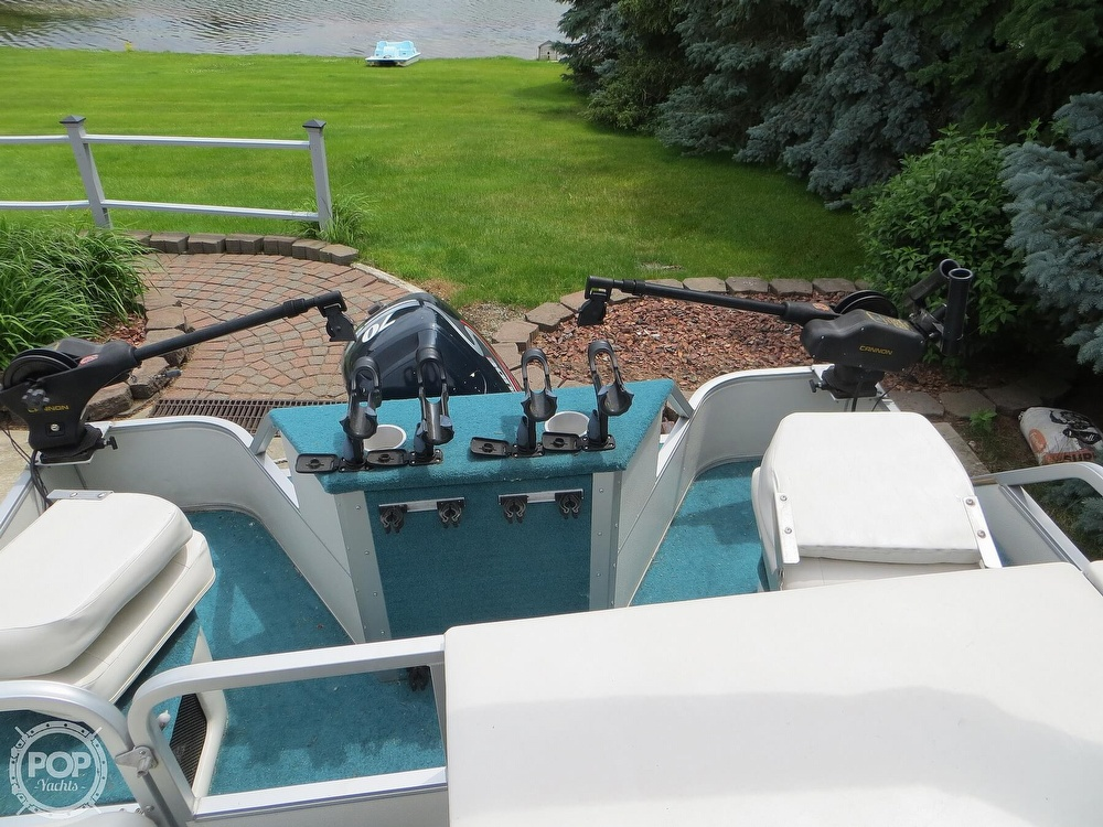 2000 Manitou boat for sale, model of the boat is 24 & Image # 3 of 40