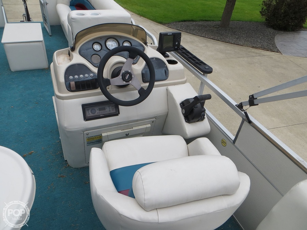 2000 Manitou boat for sale, model of the boat is 24 & Image # 7 of 40