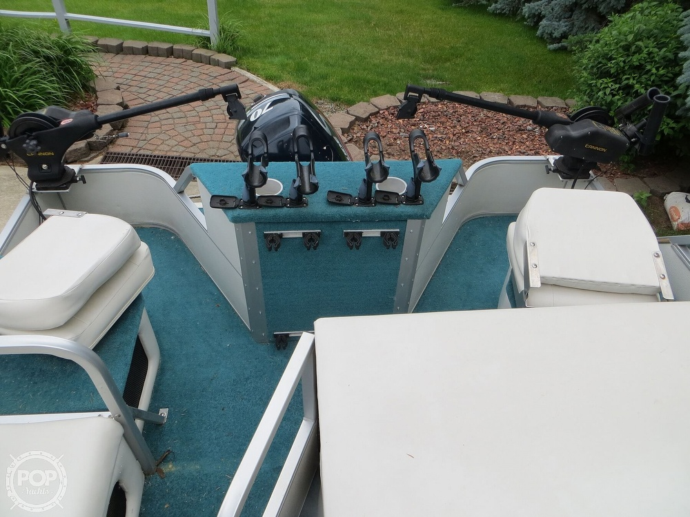 2000 Manitou boat for sale, model of the boat is 24 & Image # 8 of 40