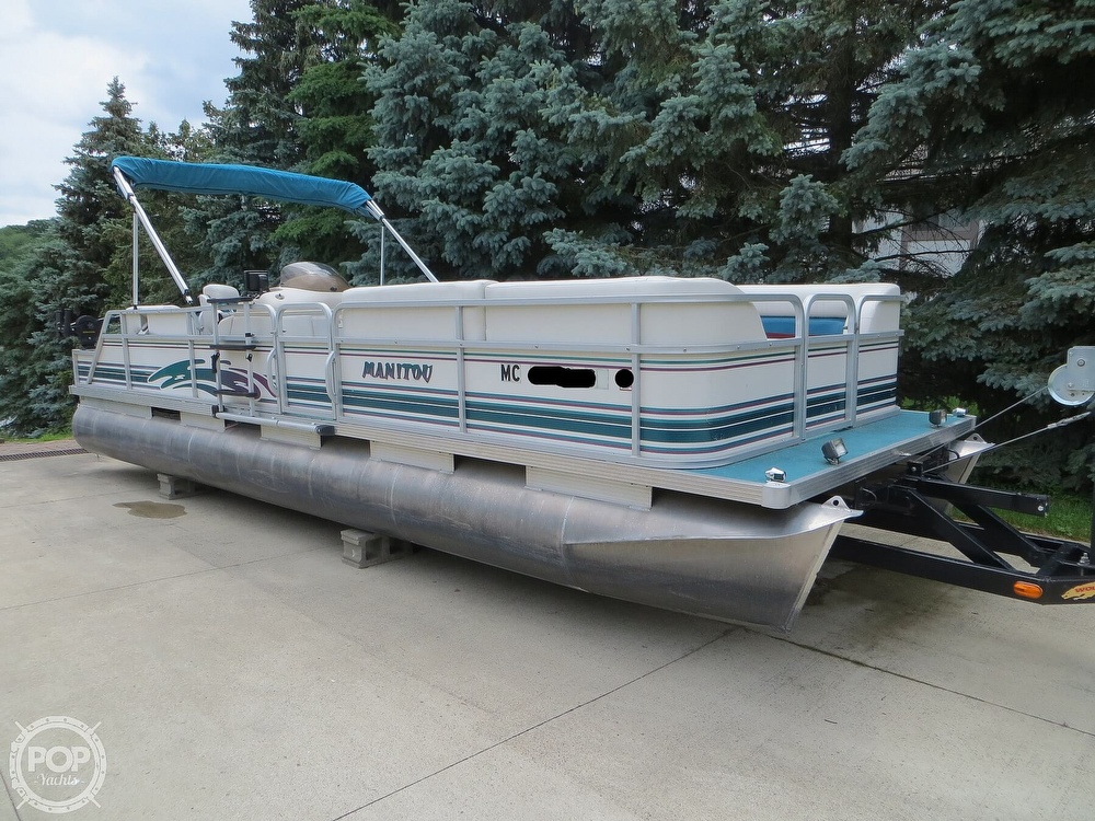 2000 Manitou boat for sale, model of the boat is 24 & Image # 15 of 40
