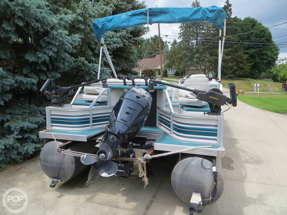 2000 Manitou boat for sale, model of the boat is 24 & Image # 18 of 40