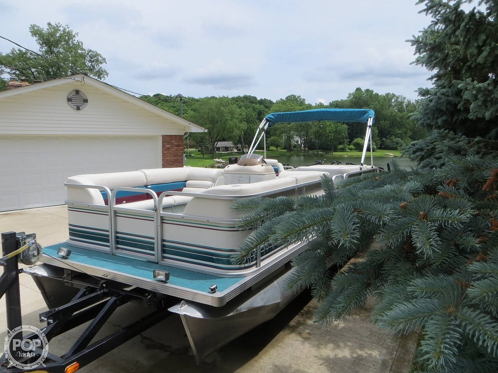 2000 Manitou boat for sale, model of the boat is 24 & Image # 21 of 40