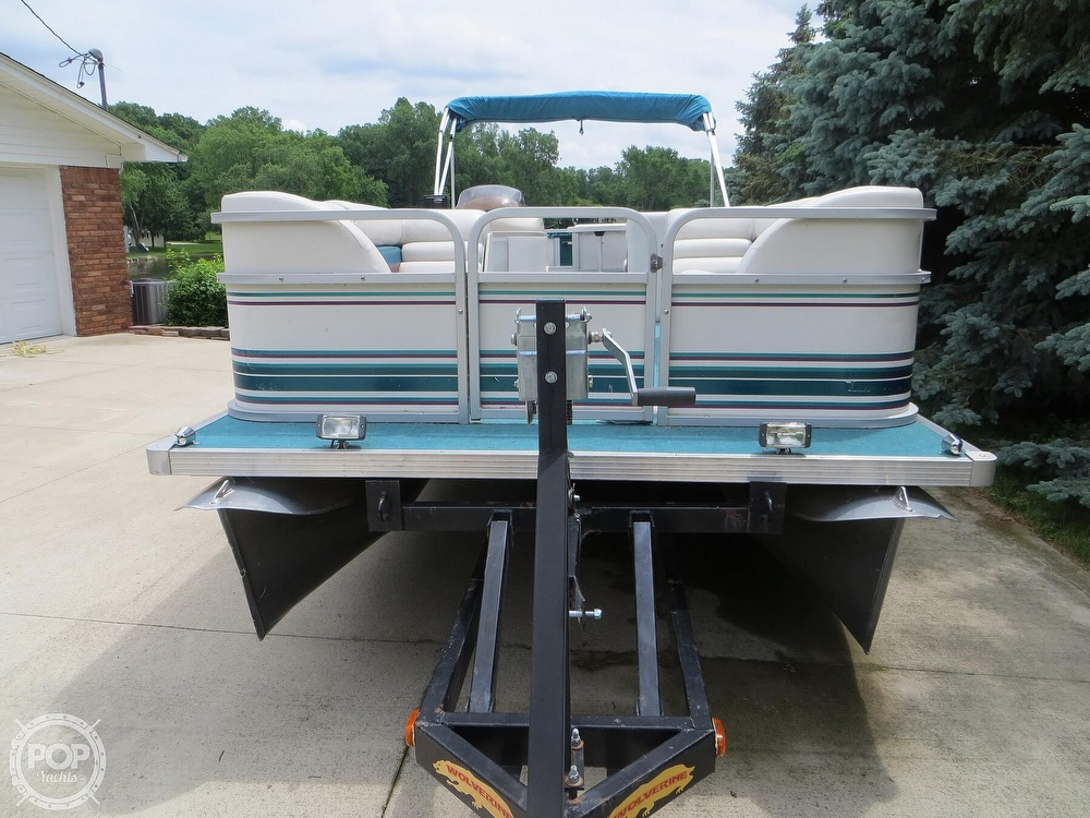 2000 Manitou boat for sale, model of the boat is 24 & Image # 22 of 40
