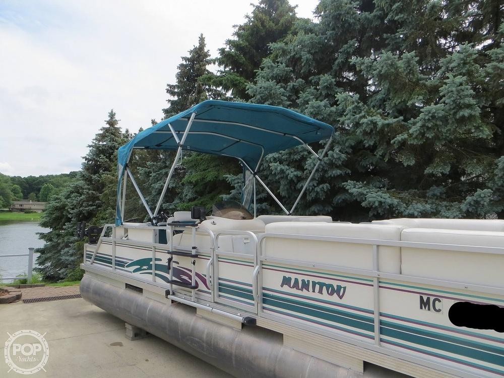 2000 Manitou boat for sale, model of the boat is 24 & Image # 25 of 40