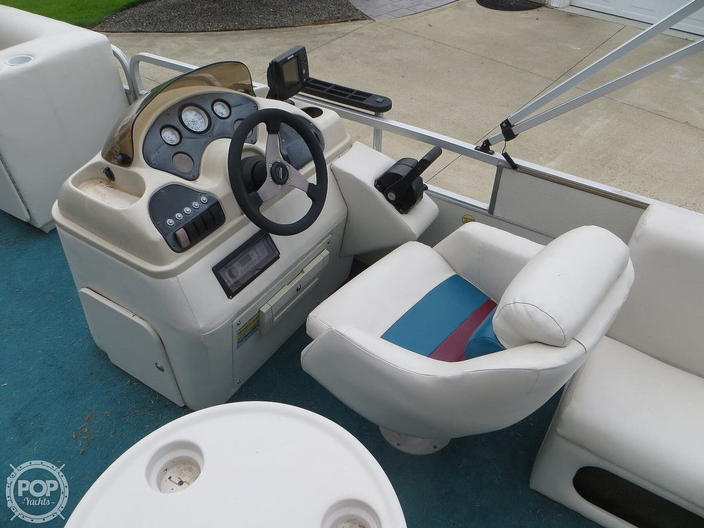 2000 Manitou boat for sale, model of the boat is 24 & Image # 30 of 40