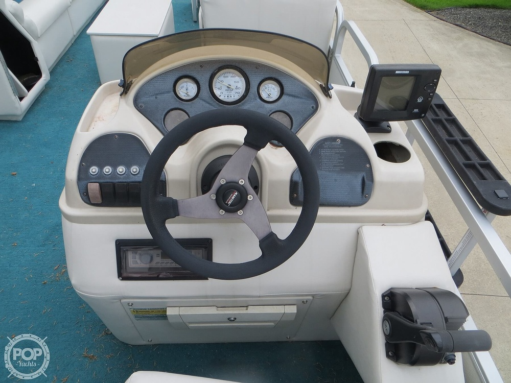2000 Manitou boat for sale, model of the boat is 24 & Image # 32 of 40