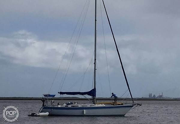 1984 Wauquiez boat for sale, model of the boat is Hood 38 & Image # 2 of 40