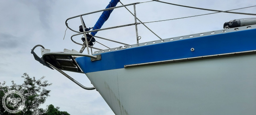 1984 Wauquiez boat for sale, model of the boat is Hood 38 & Image # 18 of 40