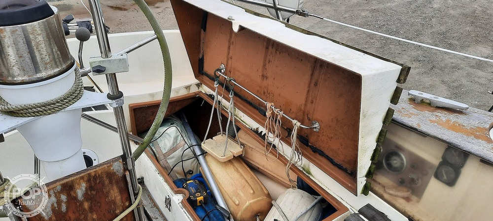 1984 Wauquiez boat for sale, model of the boat is Hood 38 & Image # 23 of 40