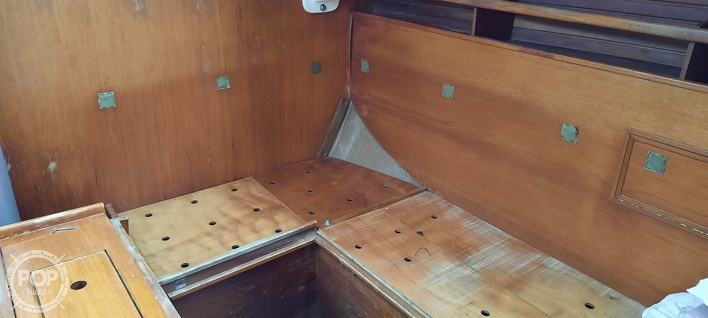 1984 Wauquiez boat for sale, model of the boat is Hood 38 & Image # 33 of 40