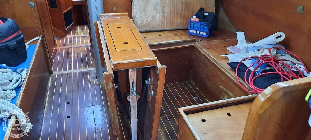 1984 Wauquiez boat for sale, model of the boat is Hood 38 & Image # 34 of 40