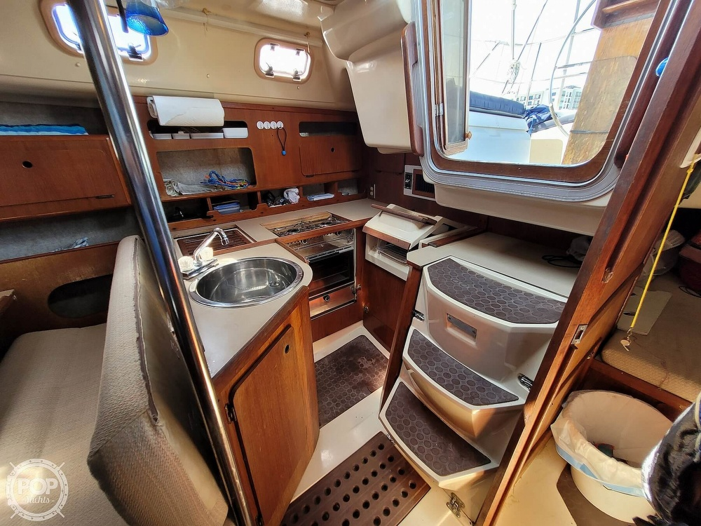 1988 Hunter boat for sale, model of the boat is 33.5 & Image # 5 of 40