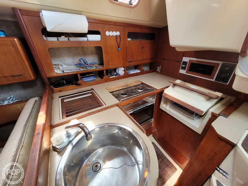 1988 Hunter boat for sale, model of the boat is 33.5 & Image # 6 of 40