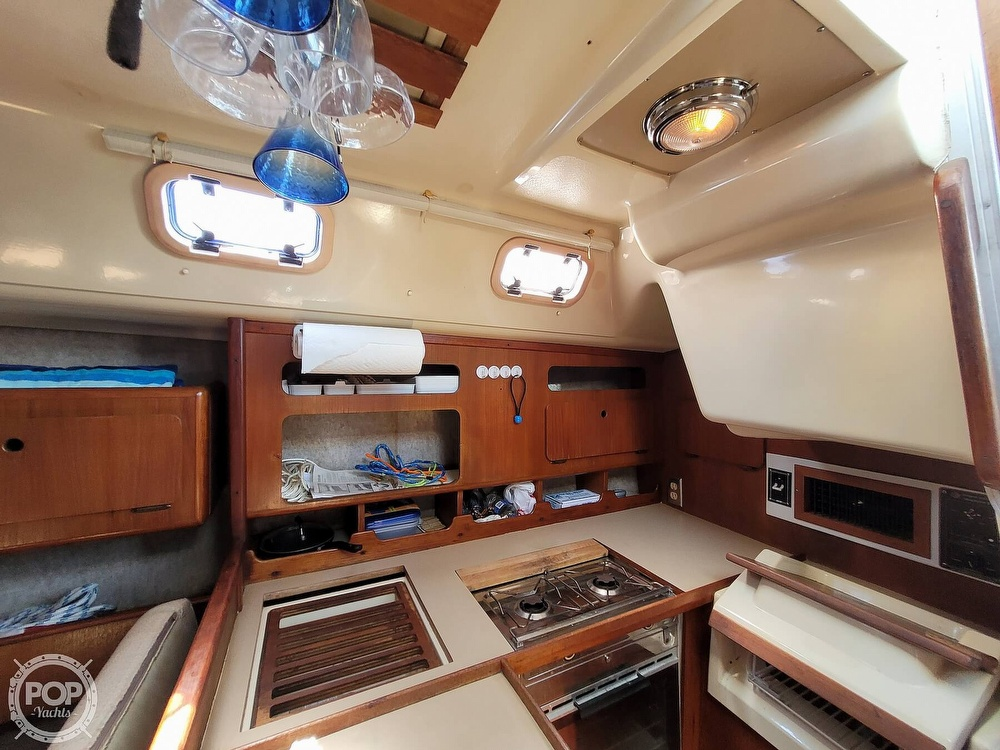 1988 Hunter boat for sale, model of the boat is 33.5 & Image # 7 of 40