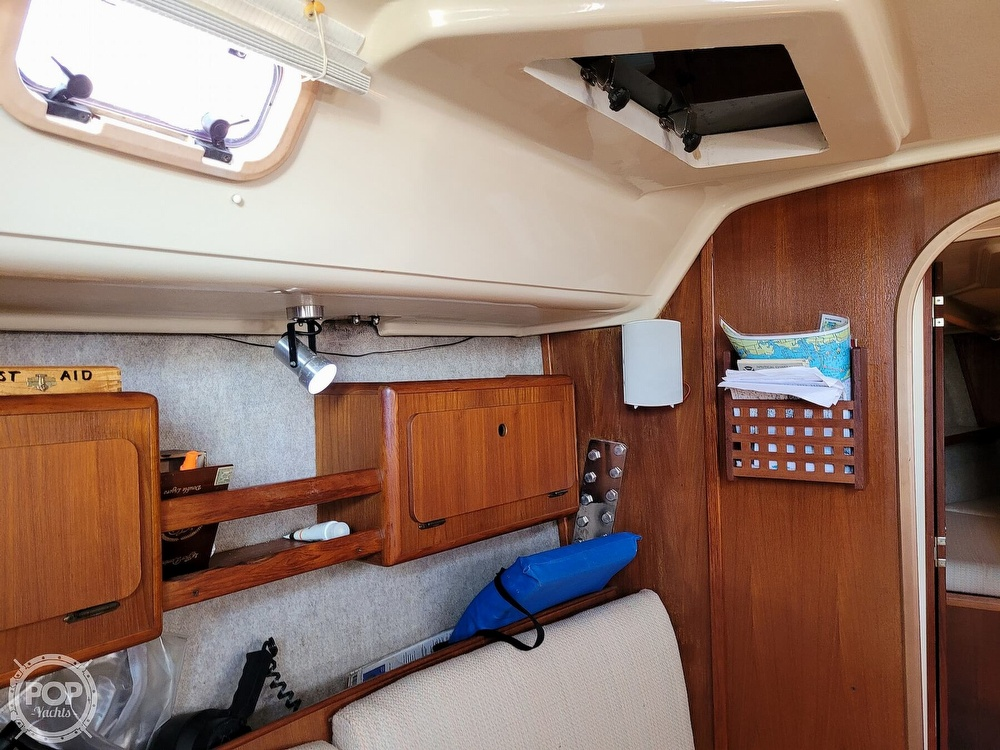 1988 Hunter boat for sale, model of the boat is 33.5 & Image # 15 of 40