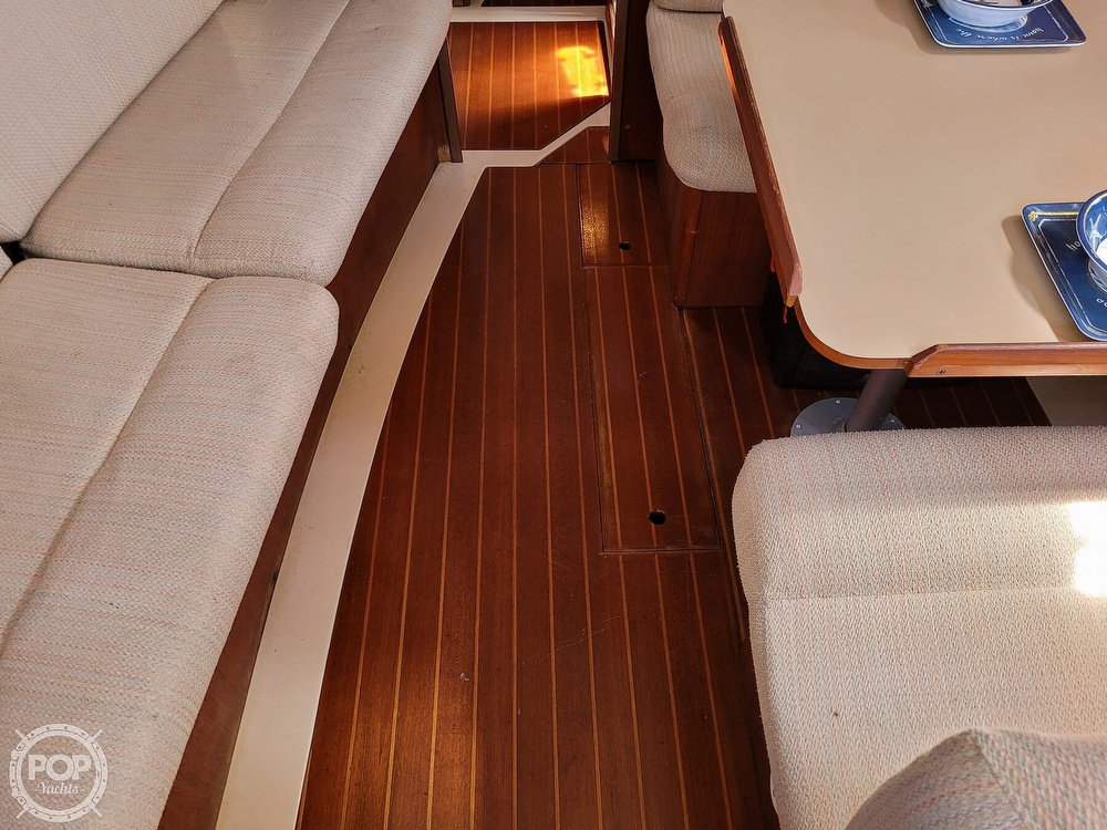 1988 Hunter boat for sale, model of the boat is 33.5 & Image # 20 of 40