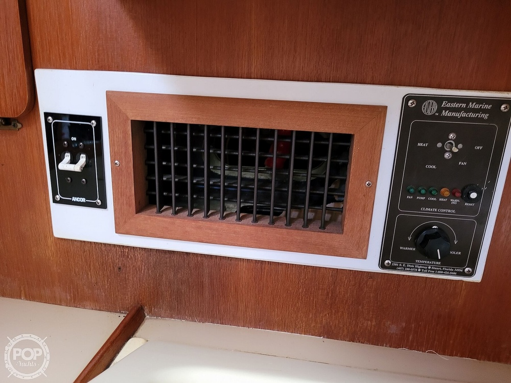 1988 Hunter boat for sale, model of the boat is 33.5 & Image # 22 of 40