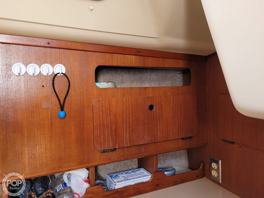 1988 Hunter boat for sale, model of the boat is 33.5 & Image # 24 of 40