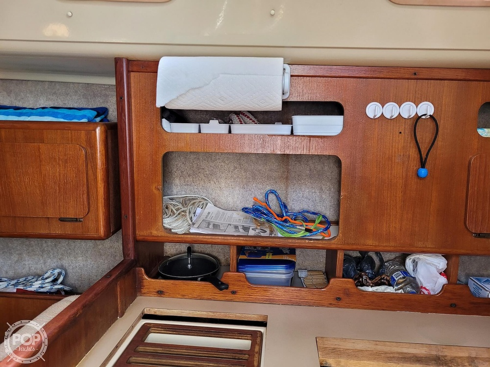 1988 Hunter boat for sale, model of the boat is 33.5 & Image # 25 of 40