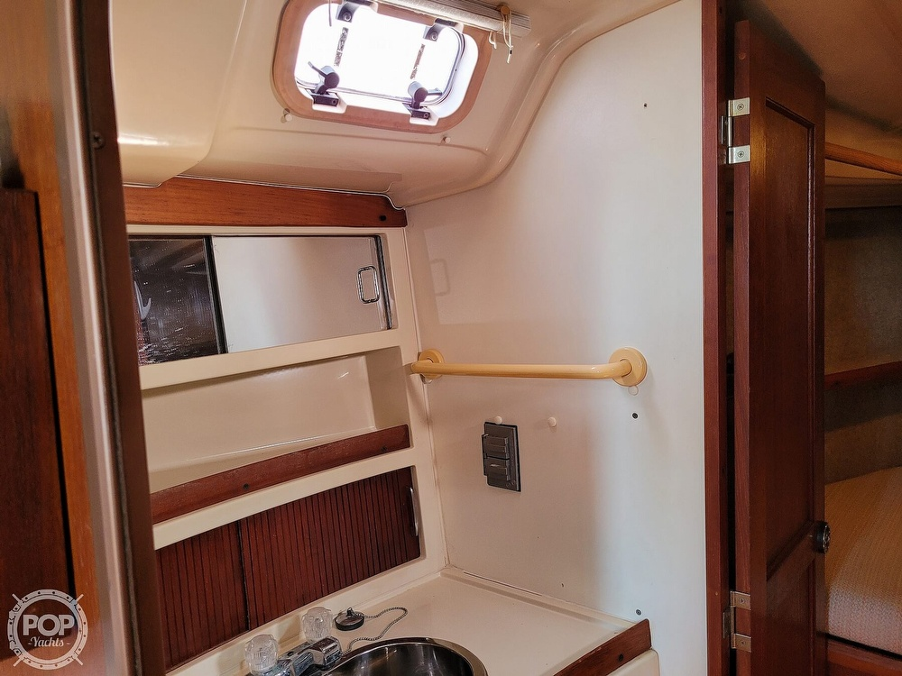 1988 Hunter boat for sale, model of the boat is 33.5 & Image # 29 of 40