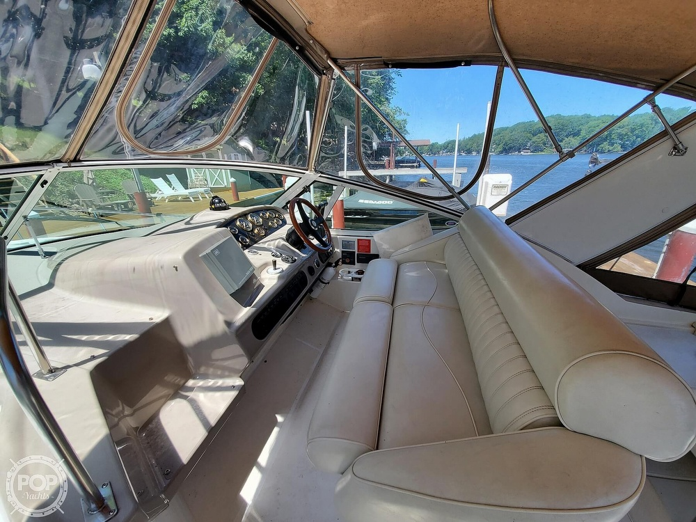 2003 Cruisers Yachts boat for sale, model of the boat is 3275 Express & Image # 16 of 40