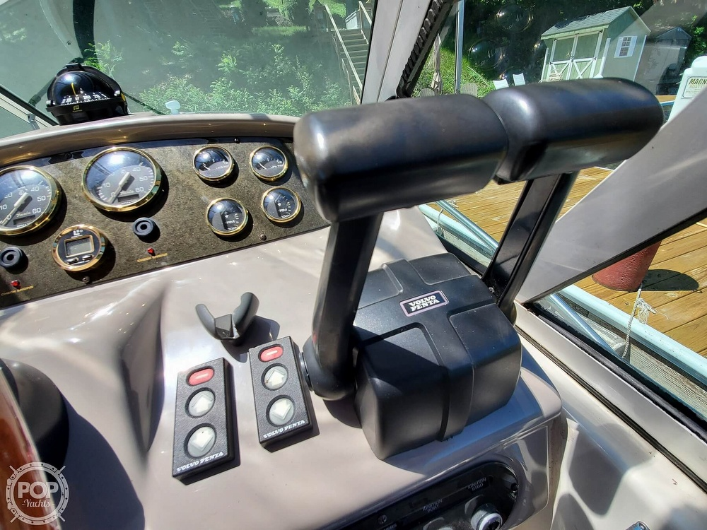 2003 Cruisers Yachts boat for sale, model of the boat is 3275 Express & Image # 27 of 40